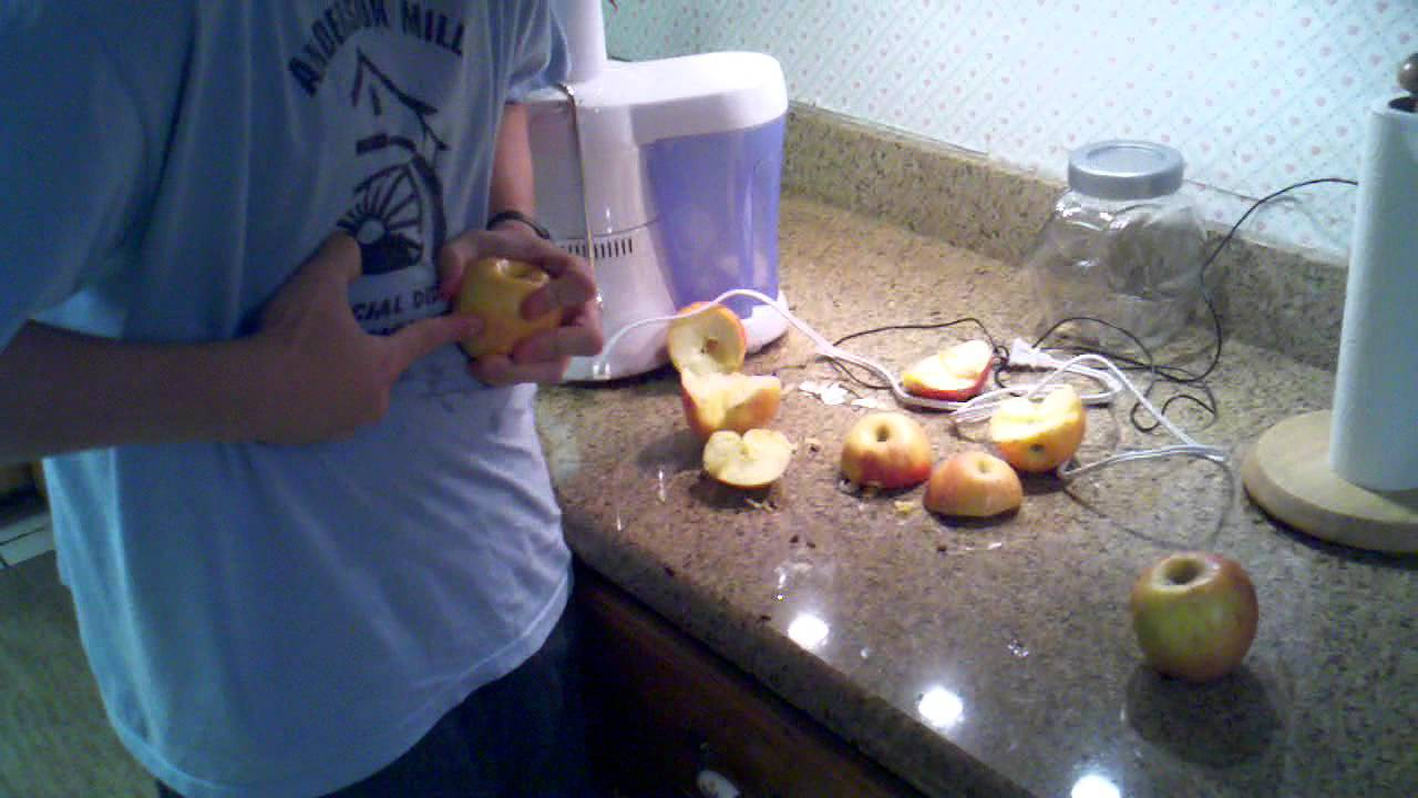 How to cut 6 apples in 30 seconds with one finger